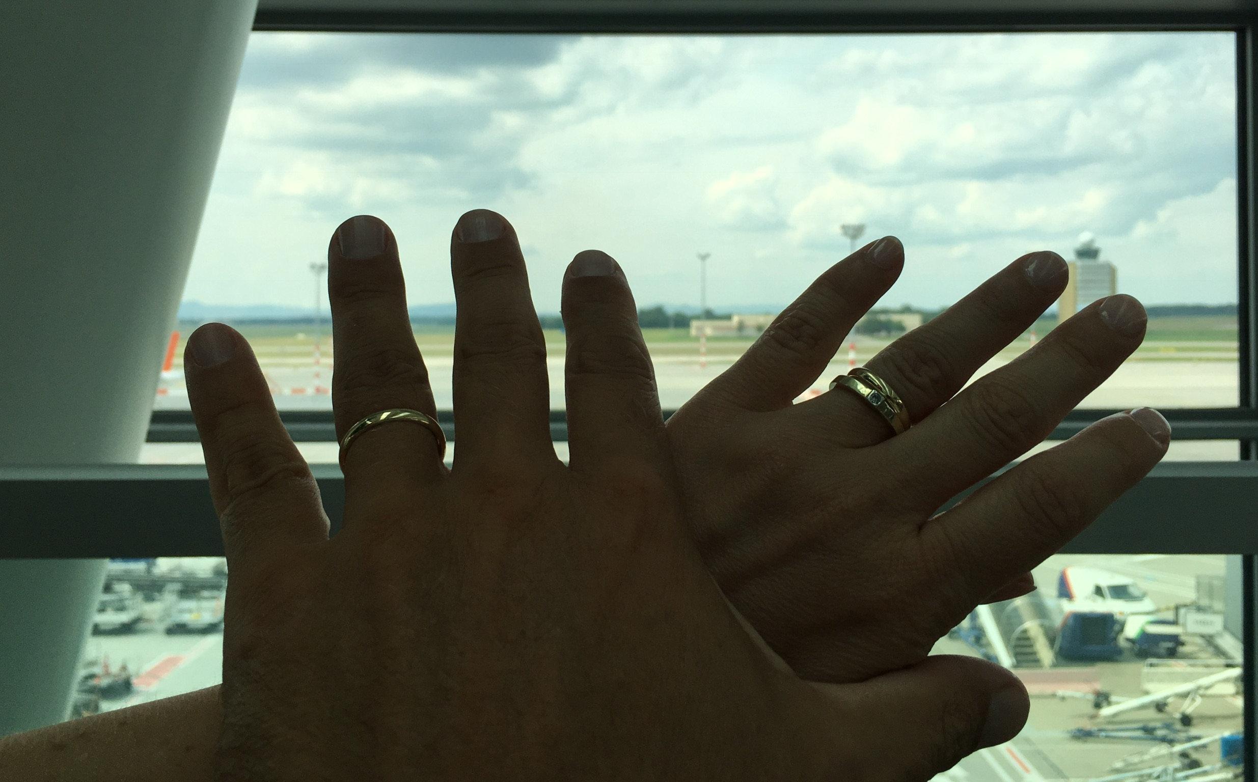 Férfiak, viseljétek a gyűrűiteket!