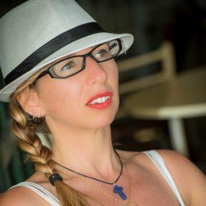 Balatoni Brigi (intimitás szakértő)